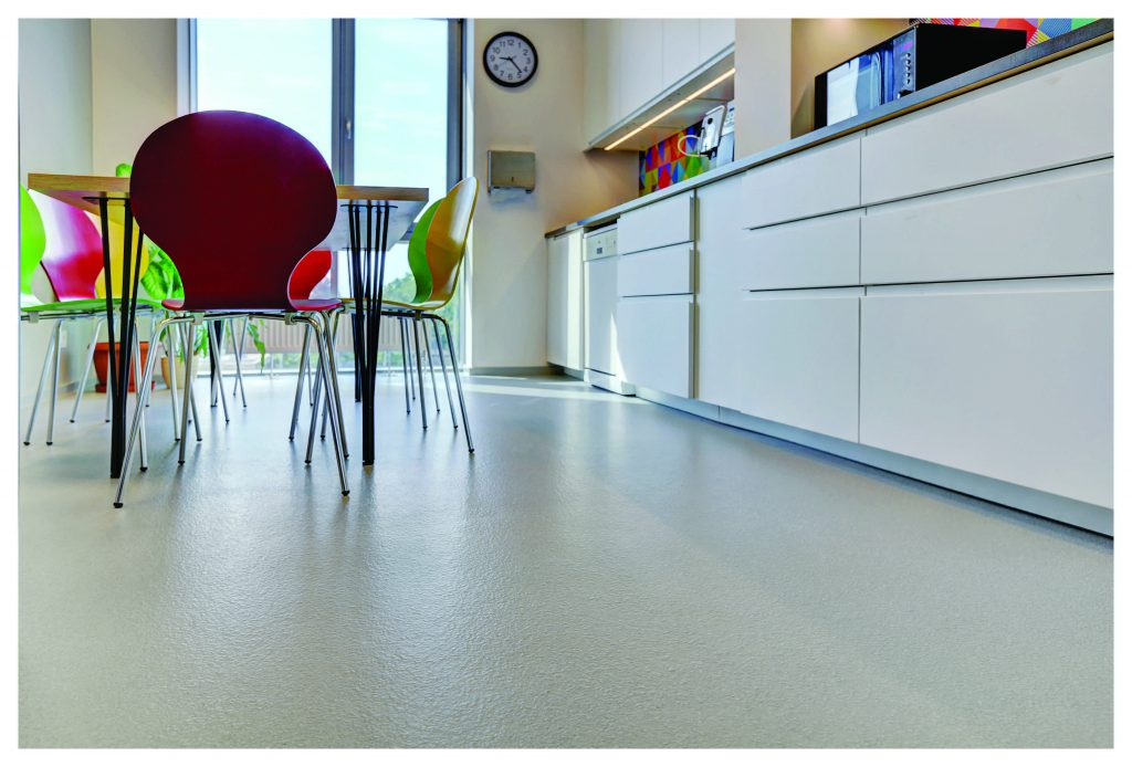 The Kitchen, Which Is The Most Colourful Space In The Office, Was Decorated  With A Peran PGF Floor In A Uniform Grey Colour And With A Textured Finish.